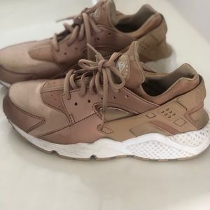 Rose Gold Nike Huaraches